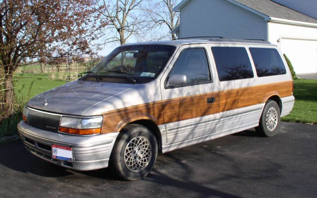 2nd_gen_Town_and_Country_minivan.png