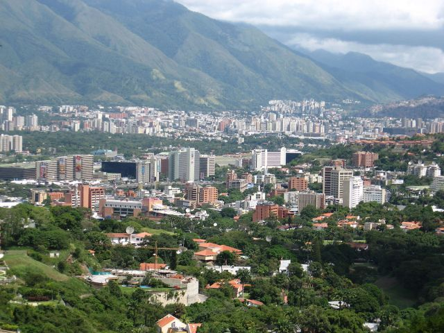 1200px-Caracas,_Venezuela_from_Valle_Arriba_1
